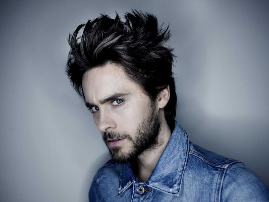 click to free download the wallpaper--Handsome Man Pictures, Jared Leto in Impressive Hairstyle, Shinning Blue Eyes