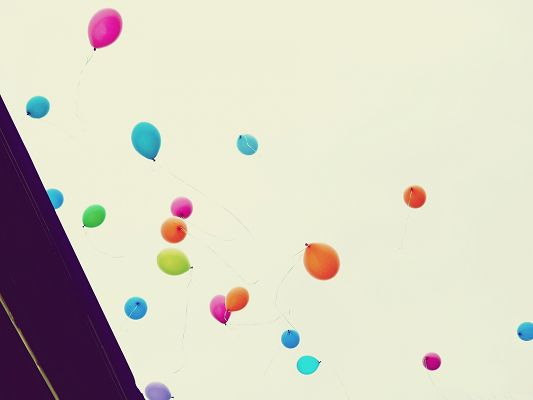 click to free download the wallpaper--High Resolution Wallpapers, Colorful Balloons in the Fly, Take Your Dreams with Them!