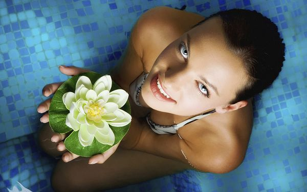 Holding a Green Fancy Soap in the Hands, Smiling and Welcoming, Can be Such an Attraction - HD Widescreen SPA Wallpaper