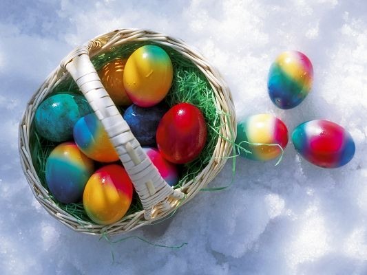 click to free download the wallpaper--Holiday Pics, Easter Eggs in the Snow, Colorful and Attractive