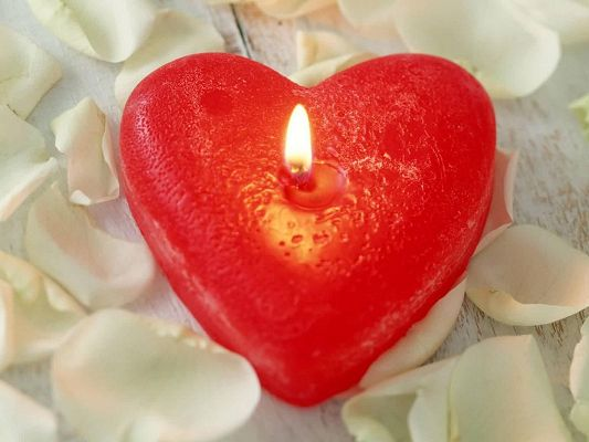 click to free download the wallpaper--Holiday Picture, a Red Heart Candle, Valentine's Day Atmosphere