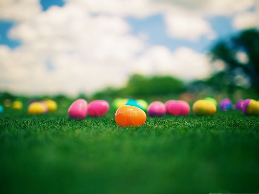 click to free download the wallpaper--Holiday Wallpapers, Easter Eggs on Green Grass