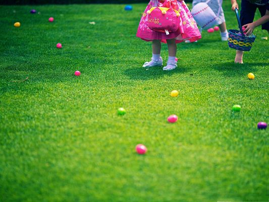 click to free download the wallpaper--Holidays Wallpaper, Kids Outdoor, Hunting for Easter Eggs