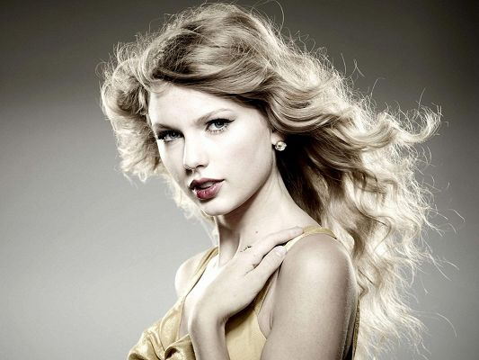 click to free download the wallpaper--Hot Artists Image, Taylor Swift Looking Straight, Curly Hair and Thick Cosmetics