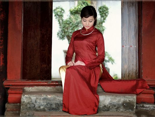click to free download the wallpaper--Hot Girl Image, in Red Cheongsam, White and Smooth Skin, Impressive Look