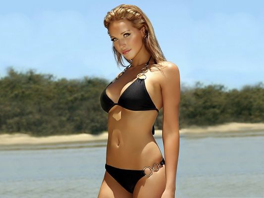 Hot Girls Picture, Sexy Girl in Black Bikini, Impressive Eyesight