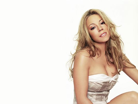 click to free download the wallpaper--Hot Mariah Carey Wallpaper, White Evening Dress and Blond Hair, Great in Look