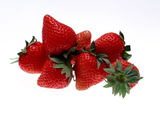 click to free download the wallpaper--Image of Nature Landscape, Ripe and Red Strawberries, Nice-Looking and Delicious