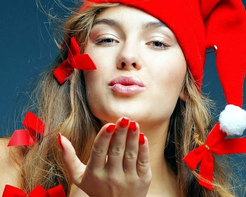 click to free download the wallpaper--Images of Holiday, Santa Girl is Blowing a Kiss, Receive It and Be Happy