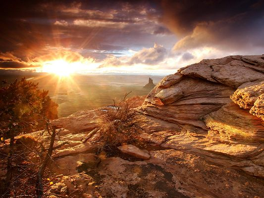 click to free download the wallpaper--Images of Nature Landscape, Sunny Canyon, Sunlight Breaking Through Thick Clouds