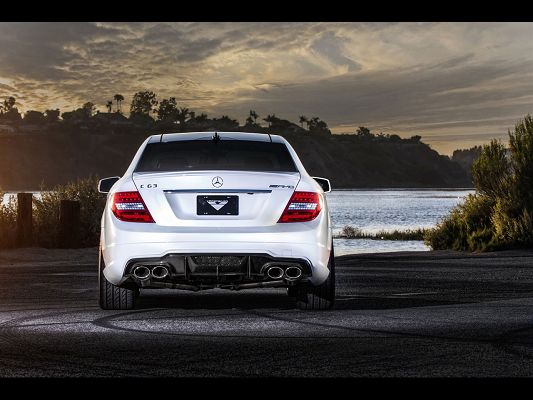 click to free download the wallpaper--Images of Super Cars, Mercedes-Benz C63 in Rear Static, Facing the Sea, Everything is Fine