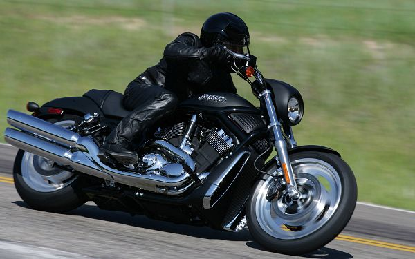 In Attractive Attention, Harley Motorcycle Can Work the Same Well as a Luxurious Car, It is Cooler in Some Way - HD Cars Wallpaper
