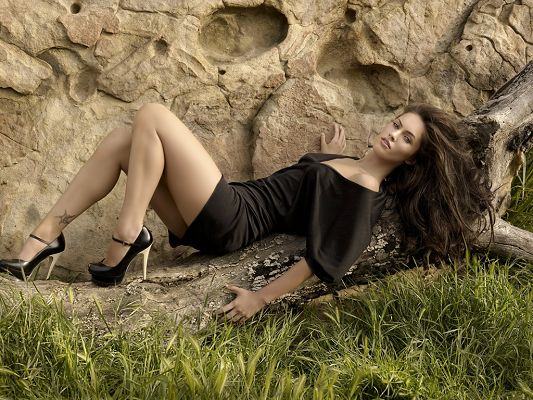 click to free download the wallpaper--In Black Dress and Shoes, Staying Outdoor, Both Legs Have Been Exposed in the Air, What an Appeal! - HD Megan Fox Wallpaper