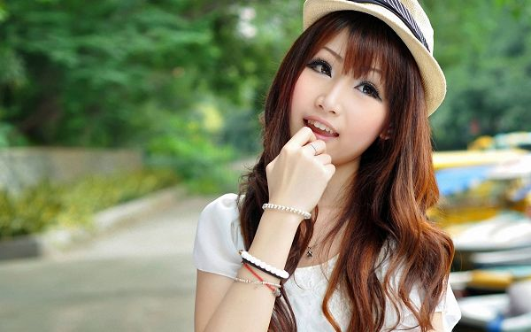 In Cute Pose, One of the Fingers Put in Mouth, Brown Hair, is Indeed Sweet and Attractive - HD Attractive Girls Wallpaper