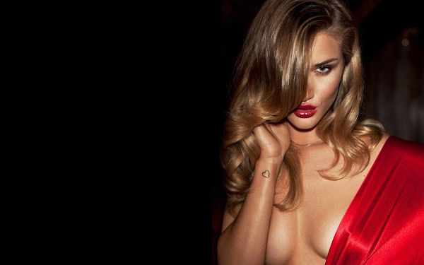 In No Bra, Yet More Sexy and Appealing, Eyesight is Attractive Enough, Has to be Kept Around - HD Rosie Huntington Whiteley