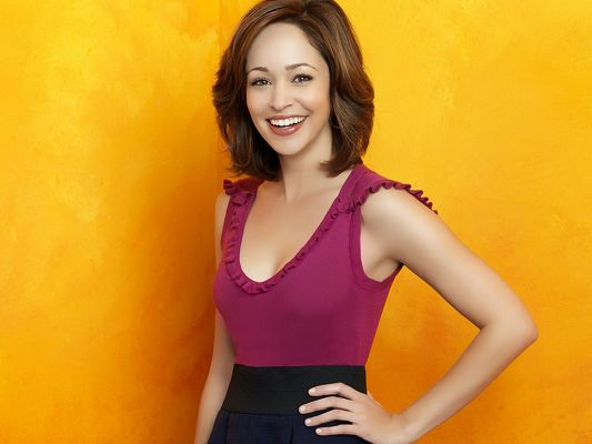 click to free download the wallpaper--In Pink Black Combined Dress and Smiling Facial Expression, Background is Orange, Her Beauty is Much Emphasized - HD Autumn Reeser Wallpaper