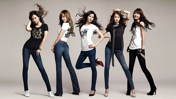 click to free download the wallpaper--Korean Girls Generation Leaping to Fame, Team Members Are All Tall, Artistic and Beautiful, Shall be Well-Liked - HD Artists Wallpaper