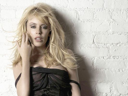 click to free download the wallpaper--Kylie Minogue HD Post in Pixel of 1600x1200, Snowy White Skin and Appealing Body Combined, Leaning on the Wall, She is Hot by Nature - TV & Movies Post
