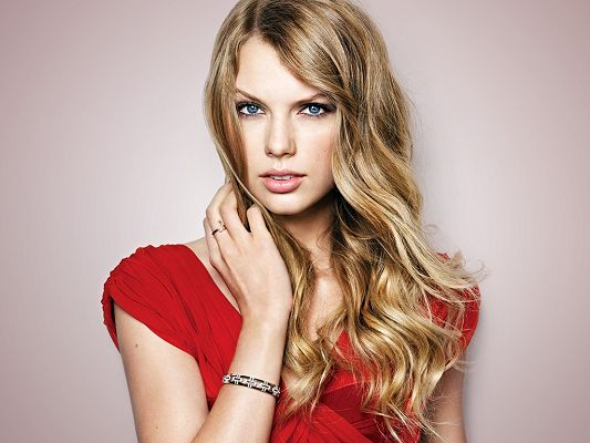 click to free download the wallpaper--Like a Princess from the Old Time, Quite a Talented Singer, the Red Dress Fits Her the Most - HD Taylor Swift Wallpaper