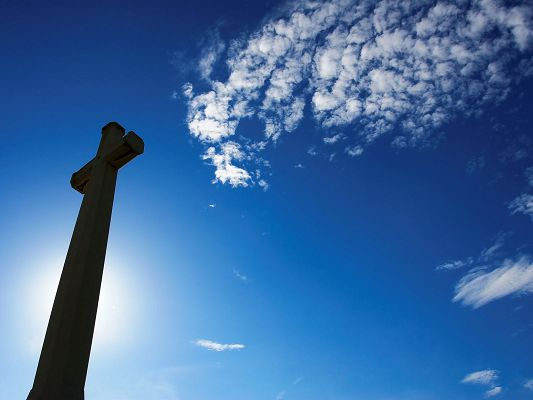 LimWeiChun Sky HD Post in Pixel of 1600x1200, Showing the Blue and Cloudless Sky, a Cross is Beneath, Peaceful and Beautiful Scene - HD Natural Scenery Wallpaper