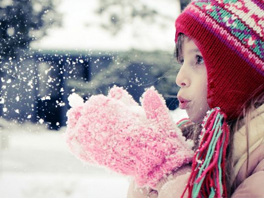 click to free download the wallpaper--Little Girl Outdoor, Young Girl Playing with Snow, Typical Winter Scene