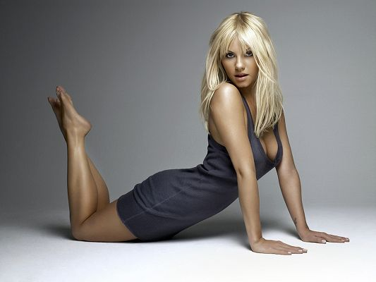 Lying on Floor and Supporting Herself with Arms, the Blue Tight Dress Just Can't Fit Her Better - HD Elisha Cuthbert Wallpaper