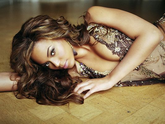 click to free download the wallpaper--Lying on Floor and in a Transparent Dress, She Has the Most Beautiful Breasts All Over the World - HD Beyonce Wallpaper