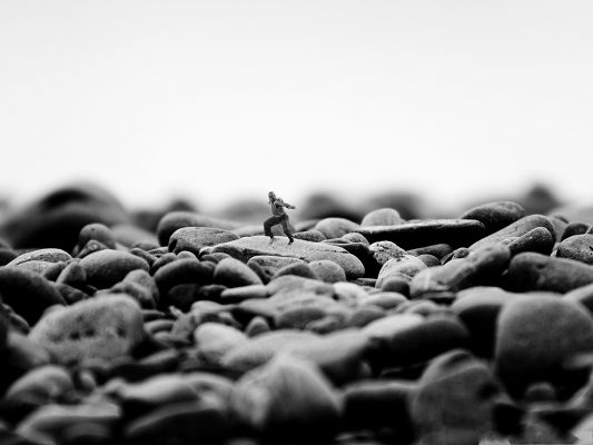 click to free download the wallpaper--Man Wallpaper - Tiny Man on Stones, Great Kongfu Player