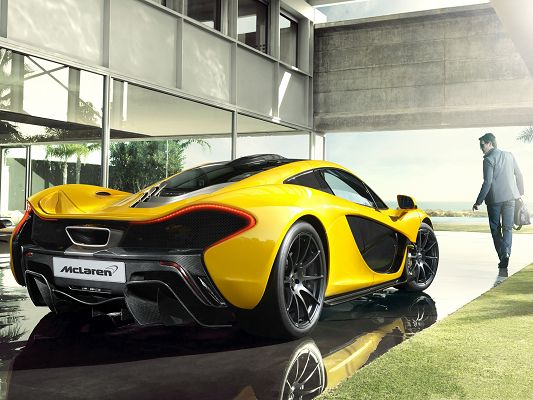 click to free download the wallpaper--McLaren P1 Car 2014, Super and Luxurious Car About to Start Out