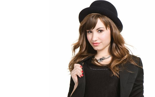 Mitchie Torres Demi Lovato Post in 2560x1600 Pixel, Beautiful Lady in Black Suit and Hat, She Shall Attract Much Attention - TV & Movies Post