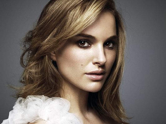 click to free download the wallpaper--Natalie Portman Coming in Simple and Easy Style, Can be the Most Impressive for Her Beauty - HD Natalie Portman Wallpaper
