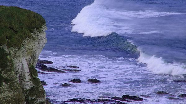 Natural Scenery photo - High Sea Waves, Hitting Sea Stones, Beautiful Melody and Tone