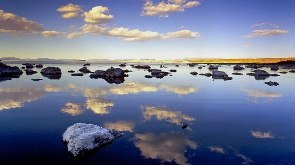 Natural Scenery photo - The Clear and Blue Sea, White Clouds Are Fully Shadowed