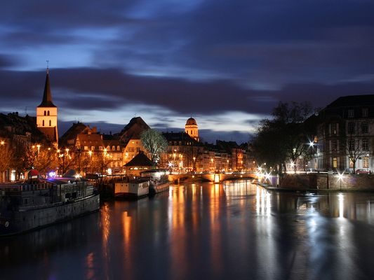 click to free download the wallpaper--Nature Landscape Image, Strasbourg at Night, the Peaceful and Comfortable Town