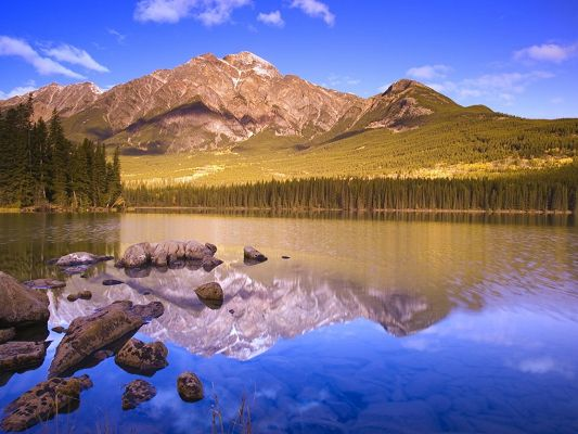 click to free download the wallpaper--Nature Landscape Images, a Peaceful Lake, High Mountains Alongside, with Its Peak