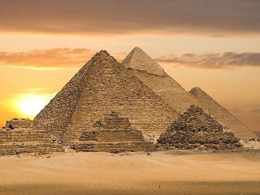 Nature Landscape Pic, Tall Pyramids Under the Rising Sun, the Miracle and Talent of the Ancestors
