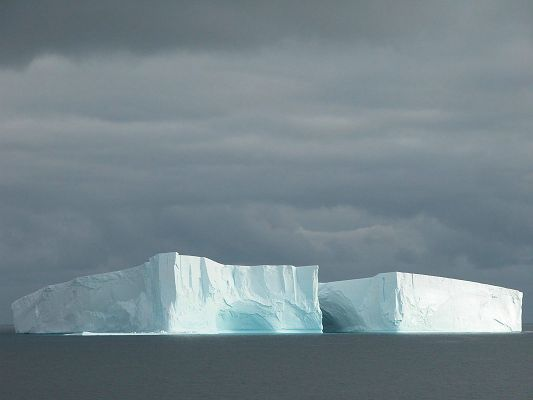 click to free download the wallpaper--Nature Landscape Pics, Rectangular Iceberg, Thick and Uneasy to Melt