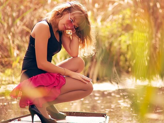 click to free download the wallpaper--Nice Girl Images, Beautiful Girl in Black Vest and Pink Dress, Stay by Lakeside