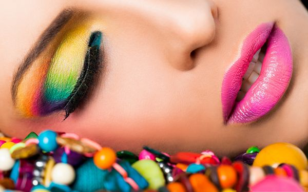 click to free download the wallpaper--Nice Girl Images, in Colorful Makeup, Pink Lips and Smooth Skin