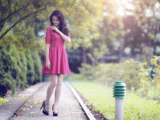 click to free download the wallpaper--Nice Girl Outdoor, Beautiful Girl in Pink Dress, Walk in Beautiful Landscape