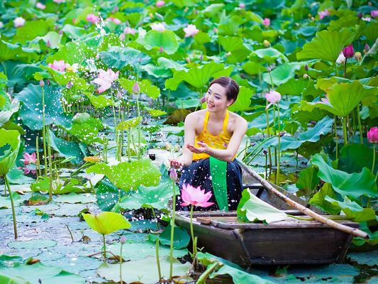 Nice Girl Pics, Beautiful Girl in Yellow Vest, Blooming Lotus Around