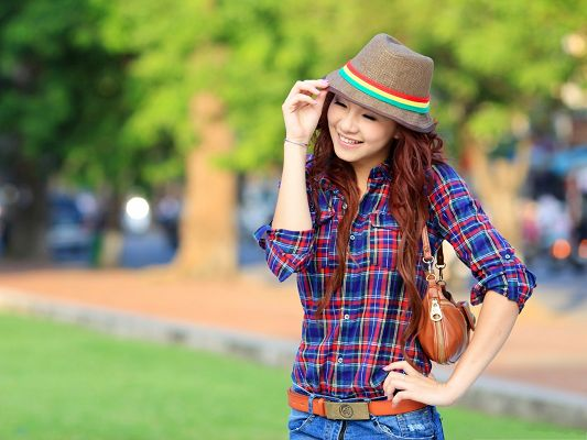 click to free download the wallpaper--Nice Girls Pic, Beautiful Girl in Plaid Shirt, Smiling Facial Expression
