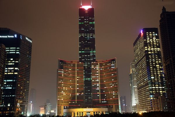 click to free download the wallpaper--Night Scenery of Guangzhou Citic Plaza