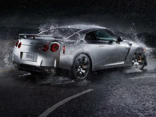 click to free download the wallpaper--Nissan GT R Car Wallpaper, Super Car in Heavy Rain, About to Turn a Corner