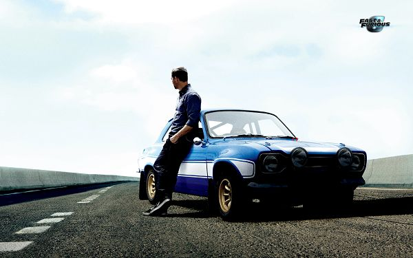 click to free download the wallpaper--Paul Walker Leaning on Old Blue Car, He is Attractive in This, Want a Ride with Him? The Wallpaper is 2800x1800 in Pixel - TV & Movies Wallpaper