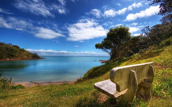 Peaceful Sea, Blue Sky and Stone Chair Combined, Must be Comfortable and Relaxing to Sit on - Natural Scenery Wallpaper