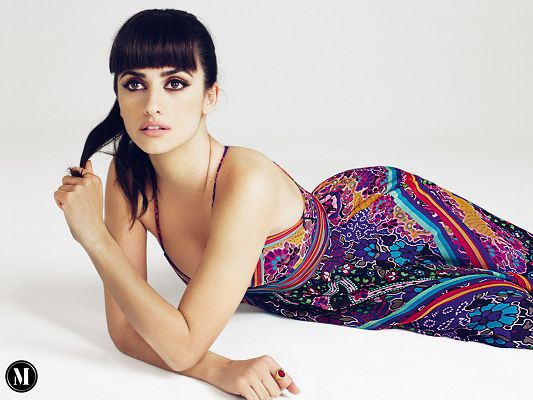 Penelope cruz HD Post in Pixel of 1600x1200, Beautiful Girl Lying on Floor, Dress is Long and Sexy, She Shall Fit Various Devices - TV & Movies Post