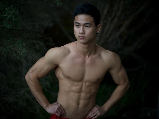 Photos Hot Guys, Hendri Rachman Showing His Perfect Body Figure