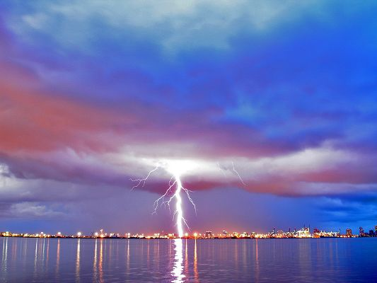 Pics of Nature Landscape, a Long Lightning Breaking in, Reflected on the Sea