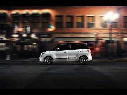 click to free download the wallpaper--Pics of Top Gear, Fiat 500L from Motion Side, Great Car in the Run, Mere Lights, Red Houses